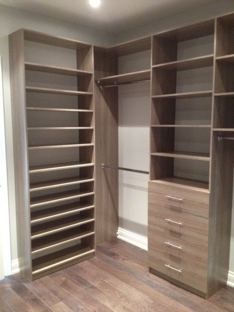 The Classic Closet Is The Perfect Choice For Walk In Or Reach In Closets.  We Offer A Variety Of Options: Deep Drawers, Deep Shelves And Hanging Rods.